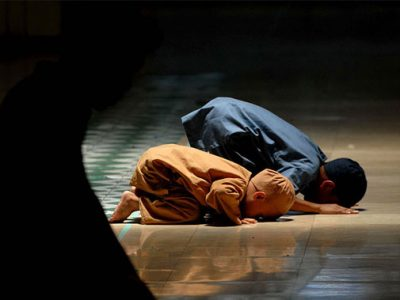 muslim-children-offering-prayer